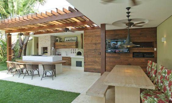 espaço do churrasco com madeira