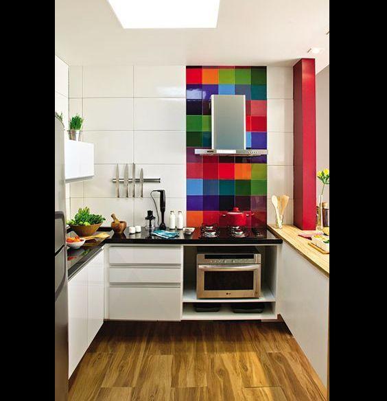 cozinha com azulejos coloridos