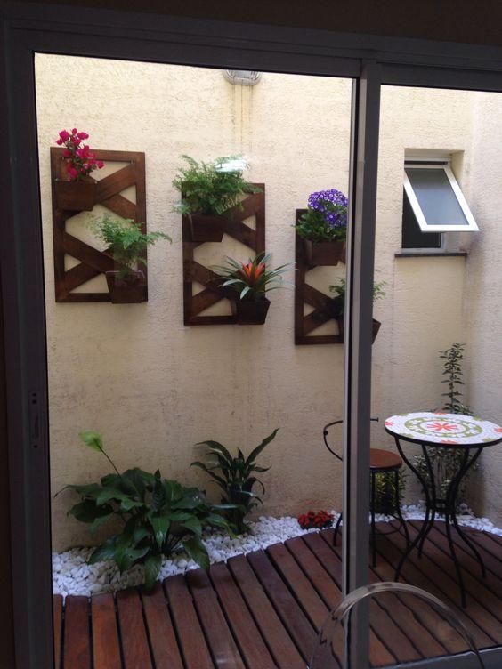 jardim interno com deck