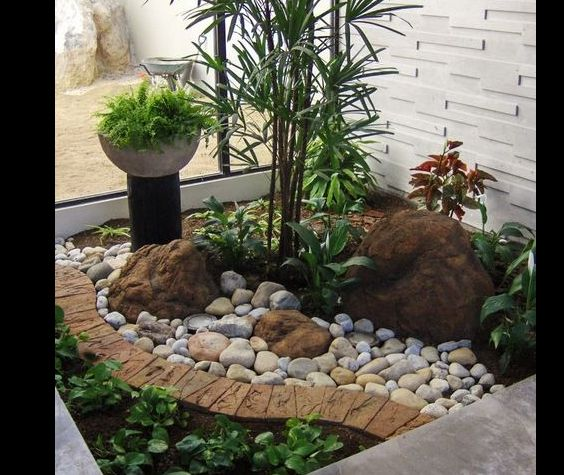 jardim interno com mix de pedras
