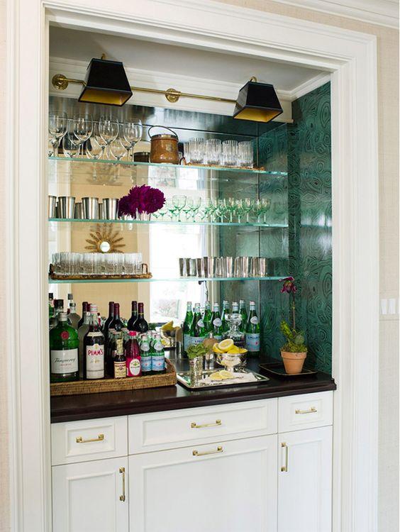 barzinho de parede com espelho e vidro
