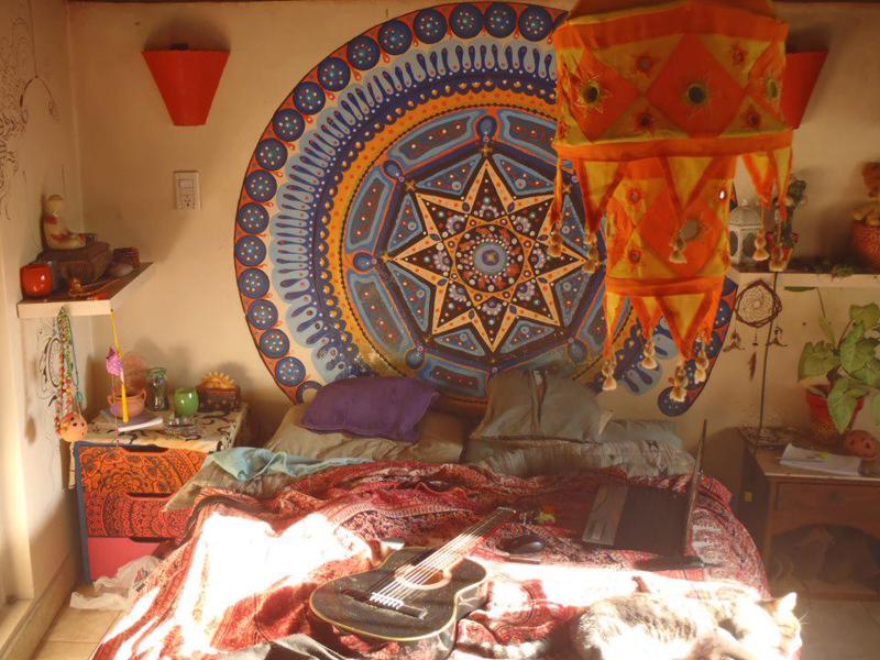 quarto com estilo hippie com mandala