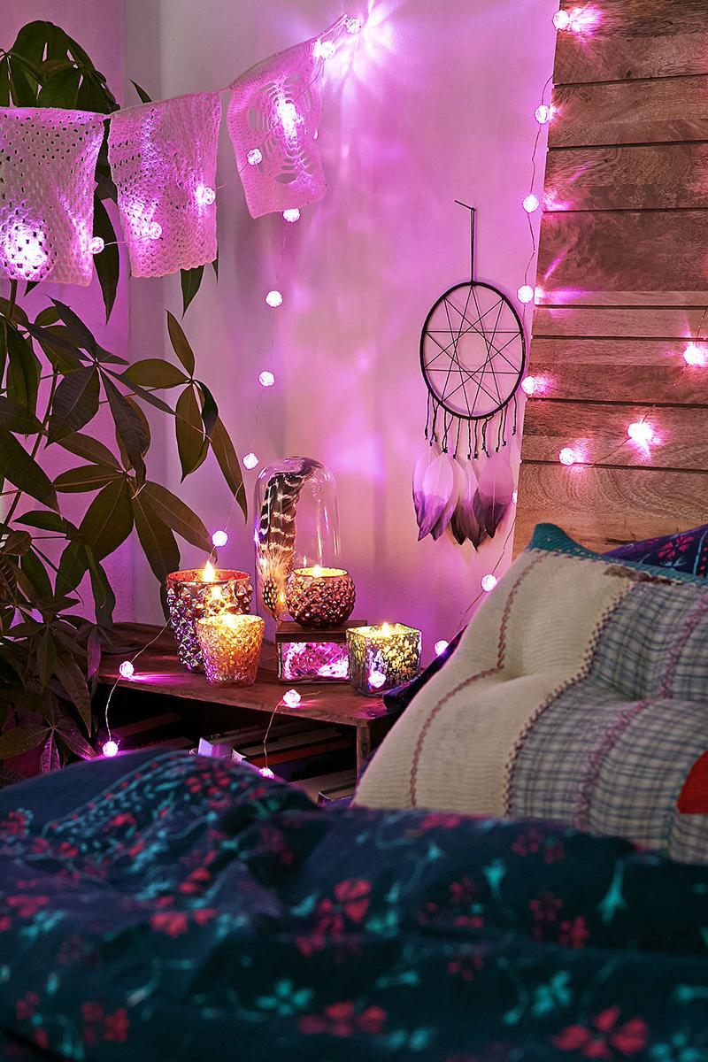 quarto com estilo hippie com luminarias