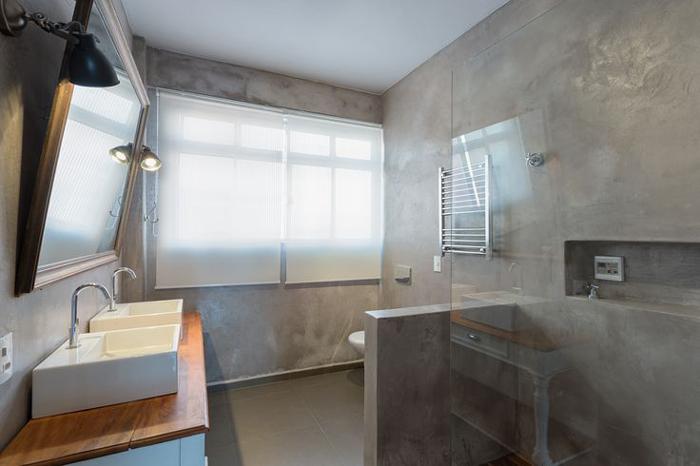casa de banho parede com concreto aparente