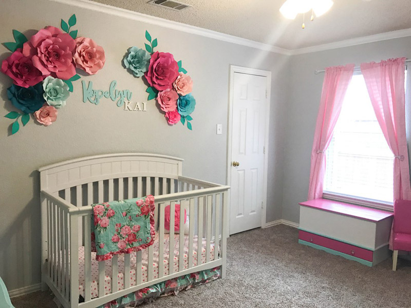 quarto infantil com flores de papel