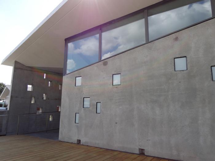 casa com parede com concreto aparente