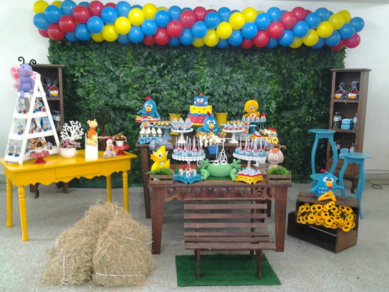 festa da Galinha Pintadinha com feno
