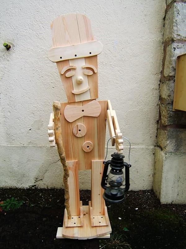 Artesanato em madeira boneco
