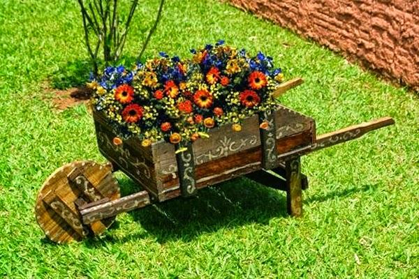 Artesanato em madeira carrinho