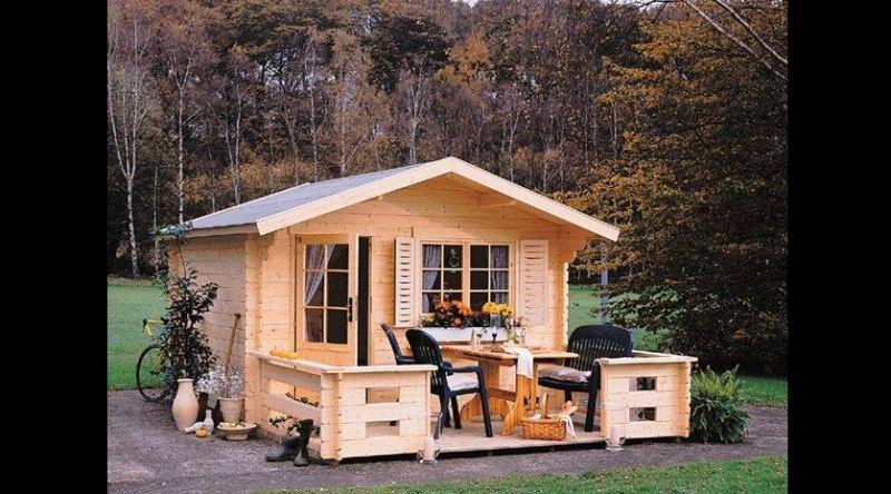casa com madeira pequena