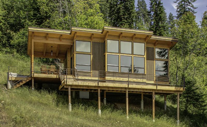 janela casa com madeira