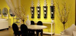 parede decorada com enfeites