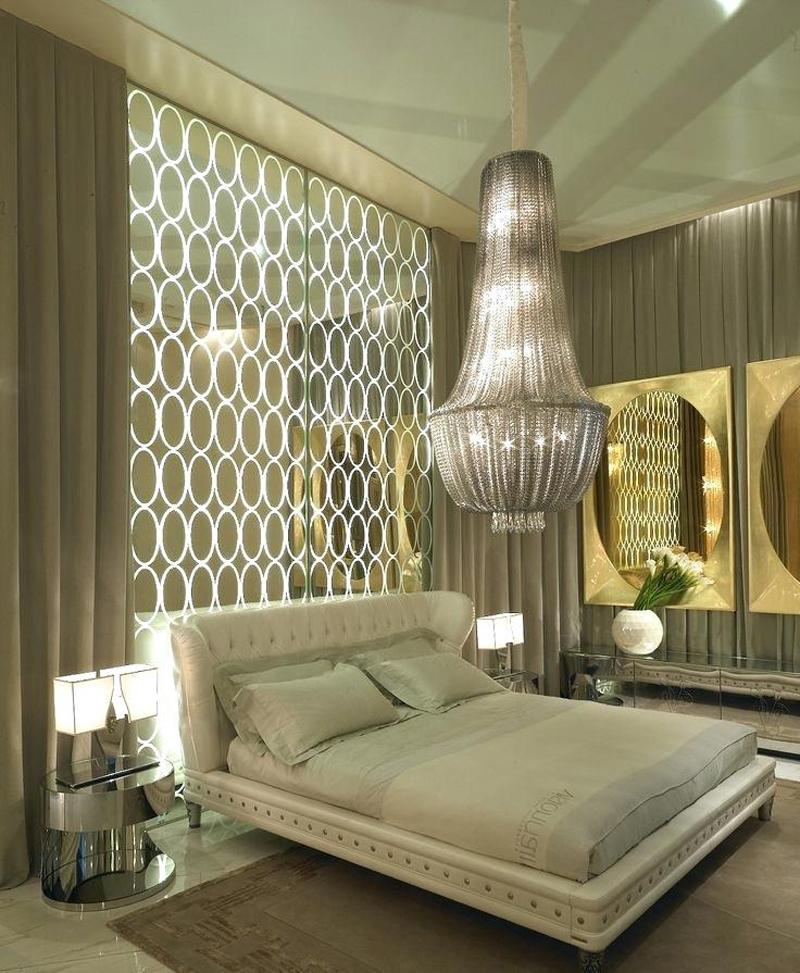 parede decorada com espelho