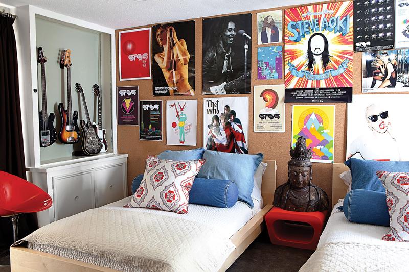 parede decorada com poster