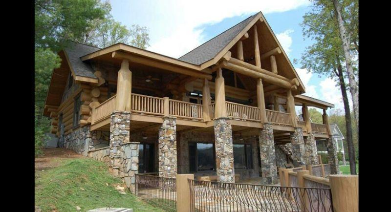 casa com madeira pedras