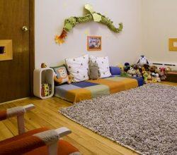 quarto montessoriano com brinquedos