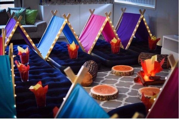 decoração festa do pijama com colchão inflavel