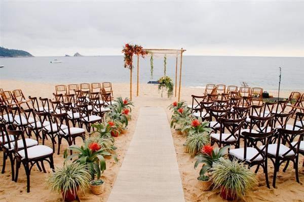 decoração de casamento na praia com verde