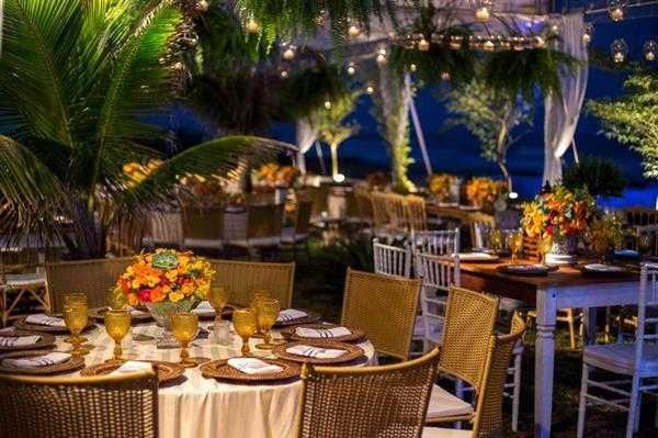 mesa dos convidados com flores
