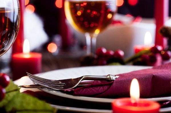 jantar romantico simples a luz de velas