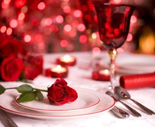 rosas vermelhas no jantar