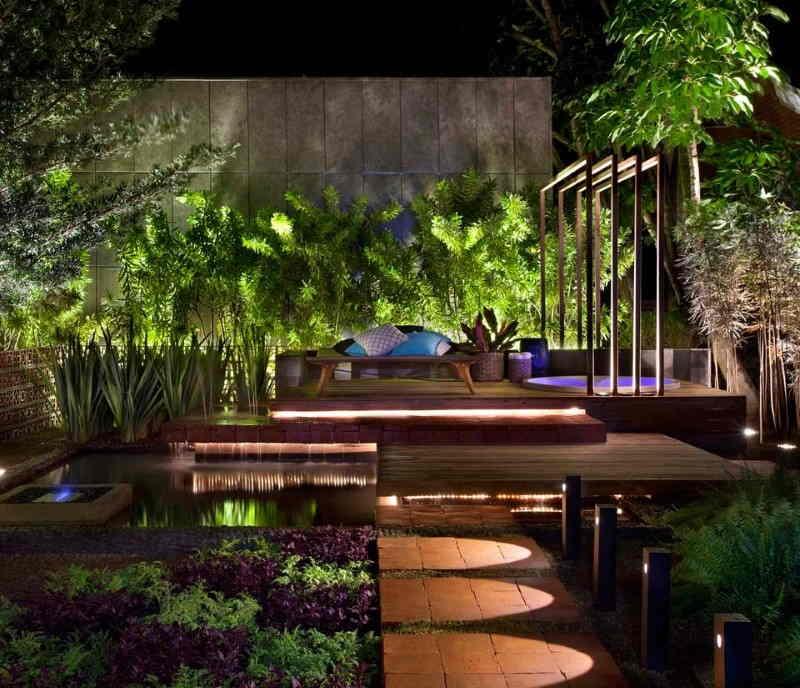 jardim bem iluminado