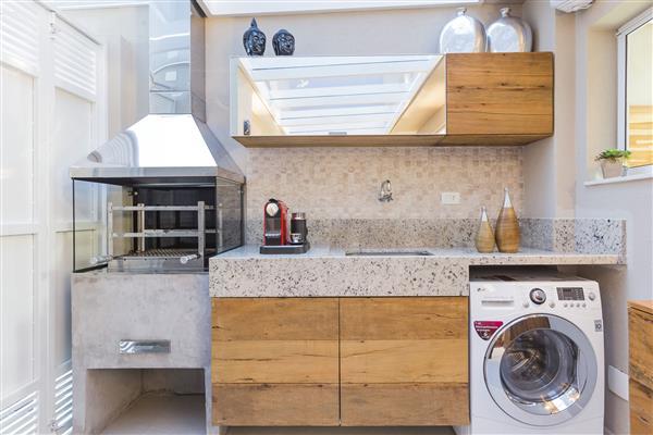 lavanderia pequena com churrasqueira