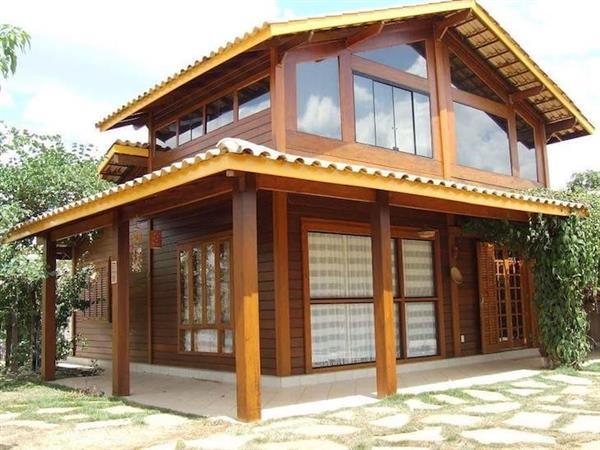 casa de madeira com vidro
