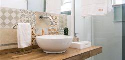 decoracao-banheiro-simples-banheiro-com-bancada-de-porcelanato
