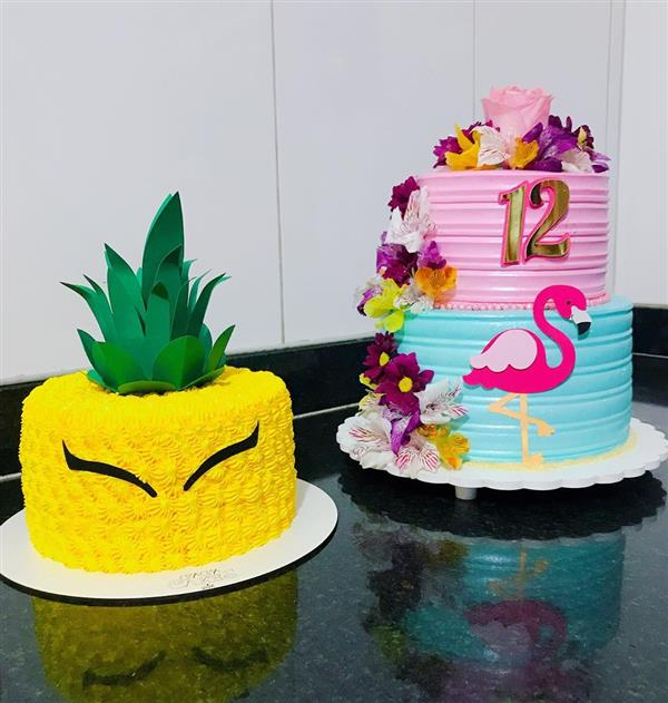 bolo de aniversario em formato de abacaxi