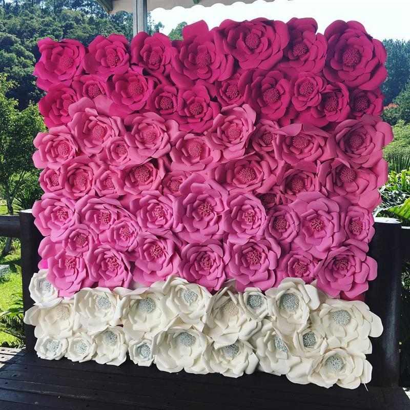 painel com flores gigantes de papel