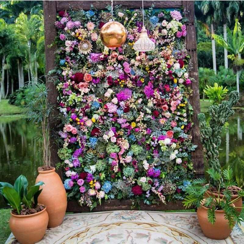 painel com diversas flores