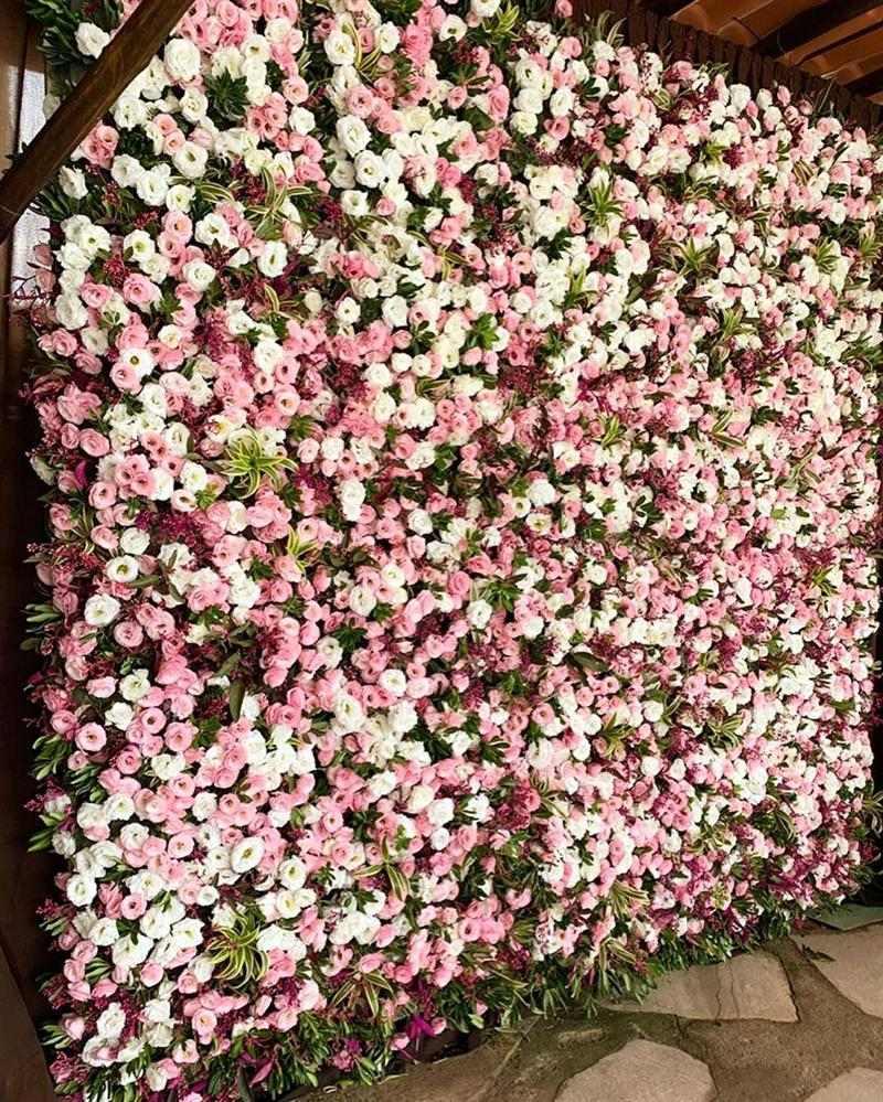 painel com flores delicadas
