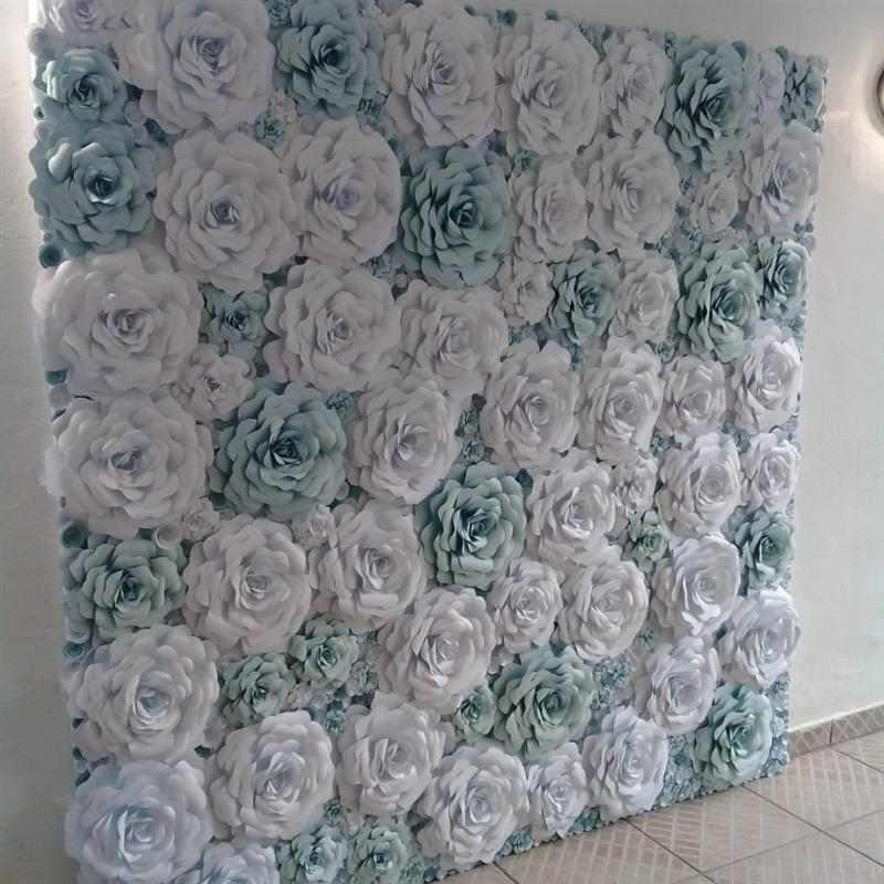 painel com flores azul e branco