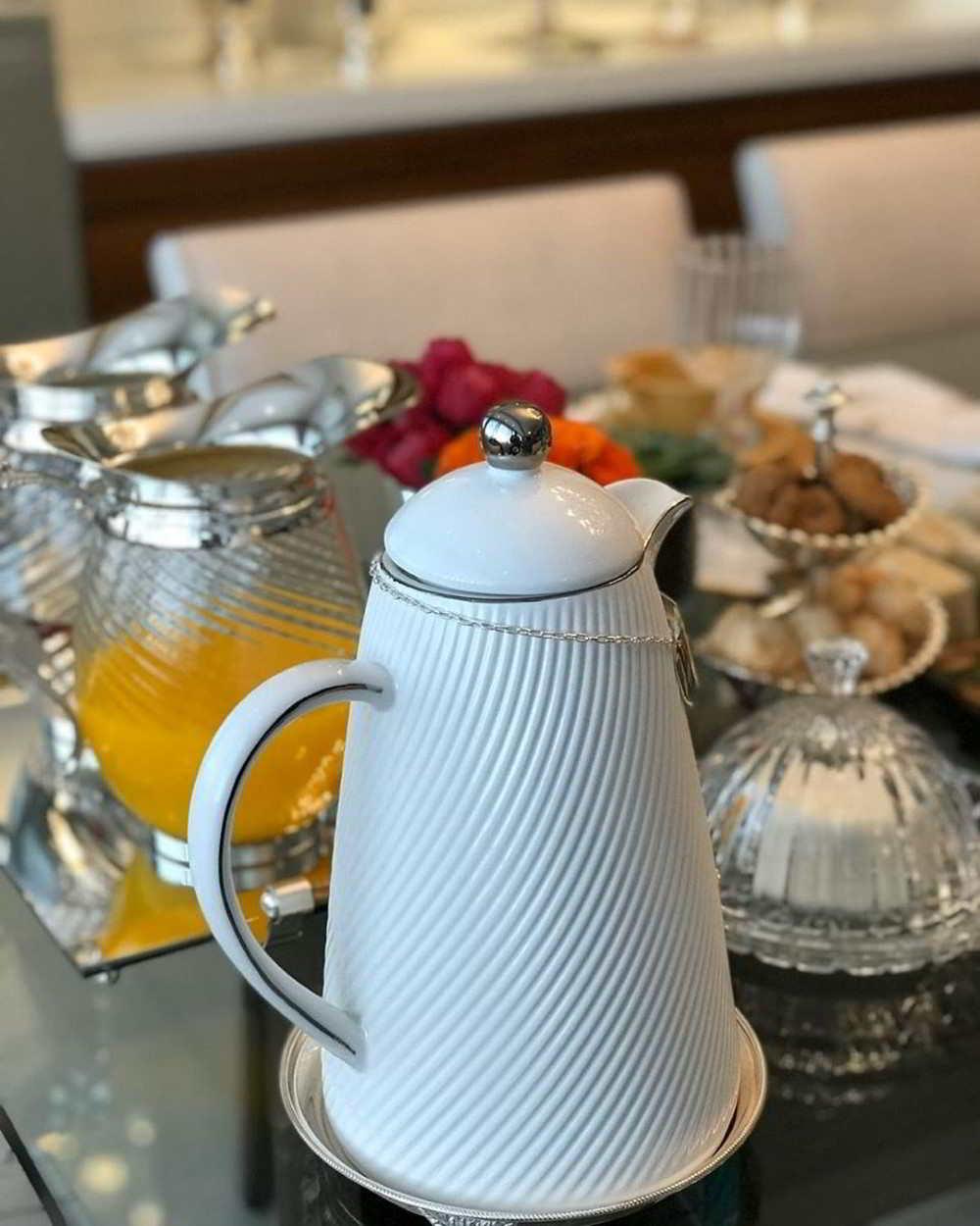 mesa de café da manhã para aniversariante