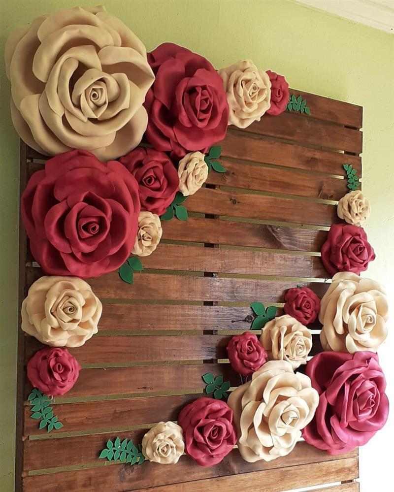 painel com flores de eva