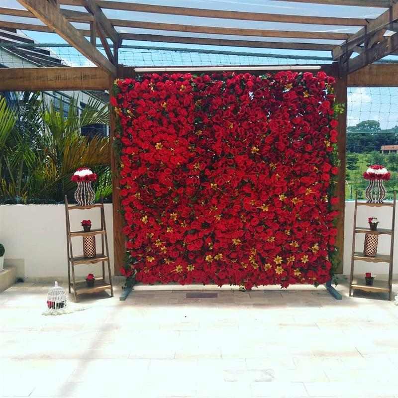 painel de rosas vermelhas