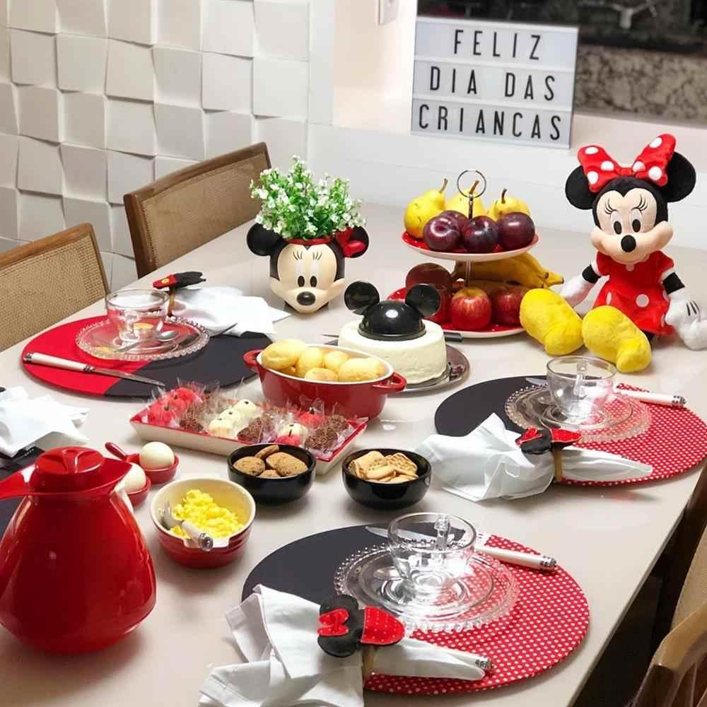 mesa de café da manhã infantil