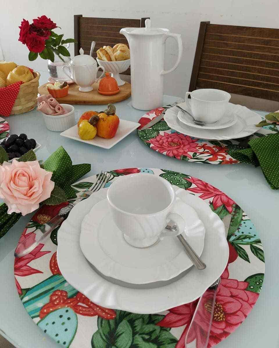 mesa de café da manhã com frutas