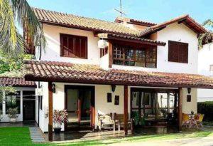 casa de dois andares estilo colonial