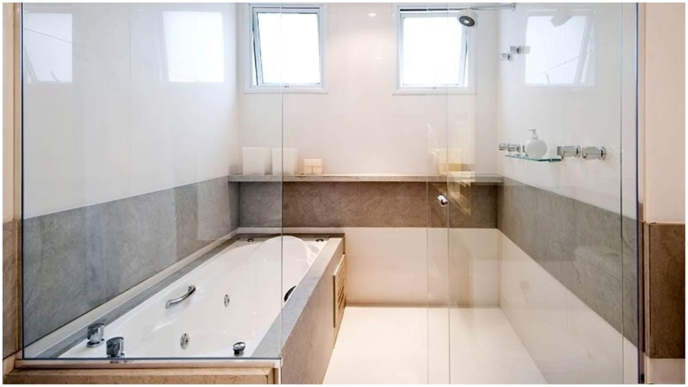 banheiro com banheira de hidromassagem