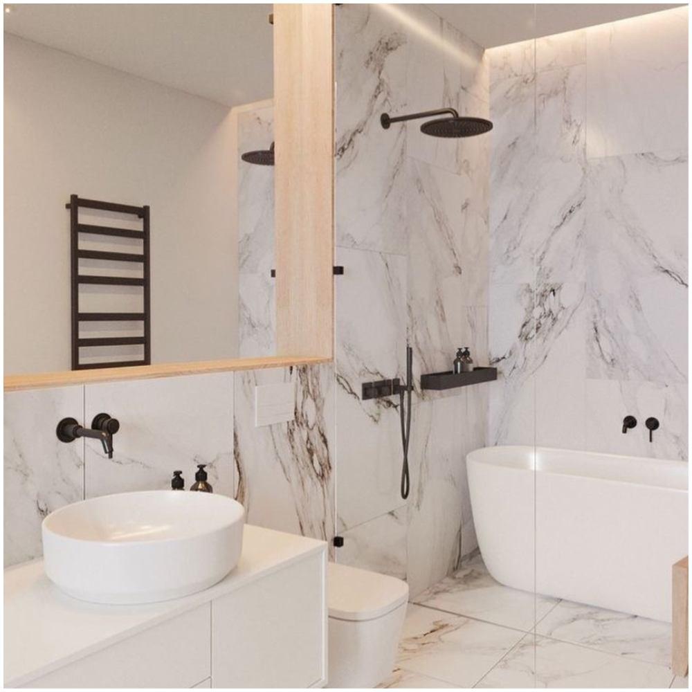 banheiro com banheira e chuveiro
