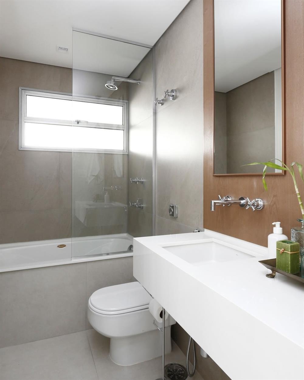 banheiro com banheira de alvenaria