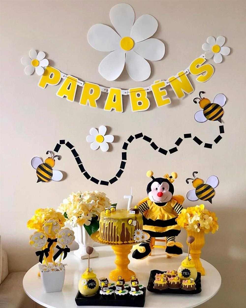 como enfeitar uma festa de aniversário simples abelhinha