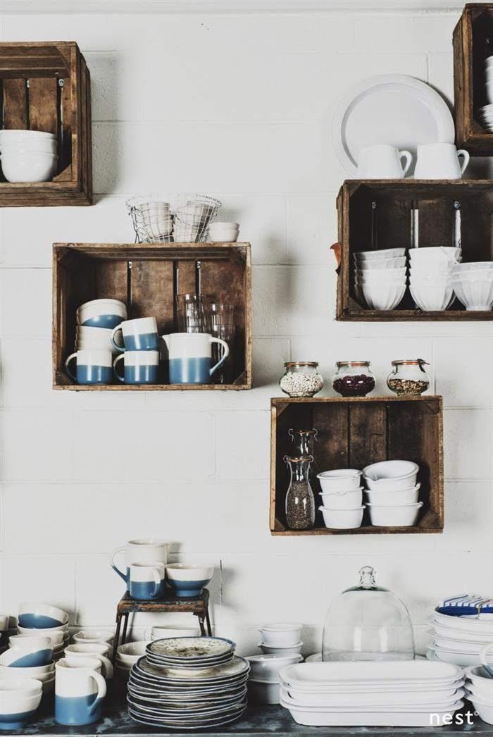decoração de cozinha com caixote de madeira